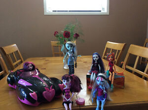 Monster High Dolls and Car