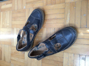 Lightly used 'Naturalizer' summer shoes, for women