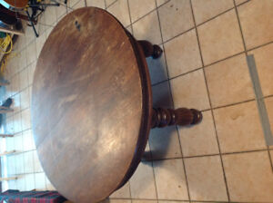 Round table, ash top, pedestal legs