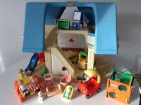 Maison vintage Little Tikes avec famille complete et accessoires