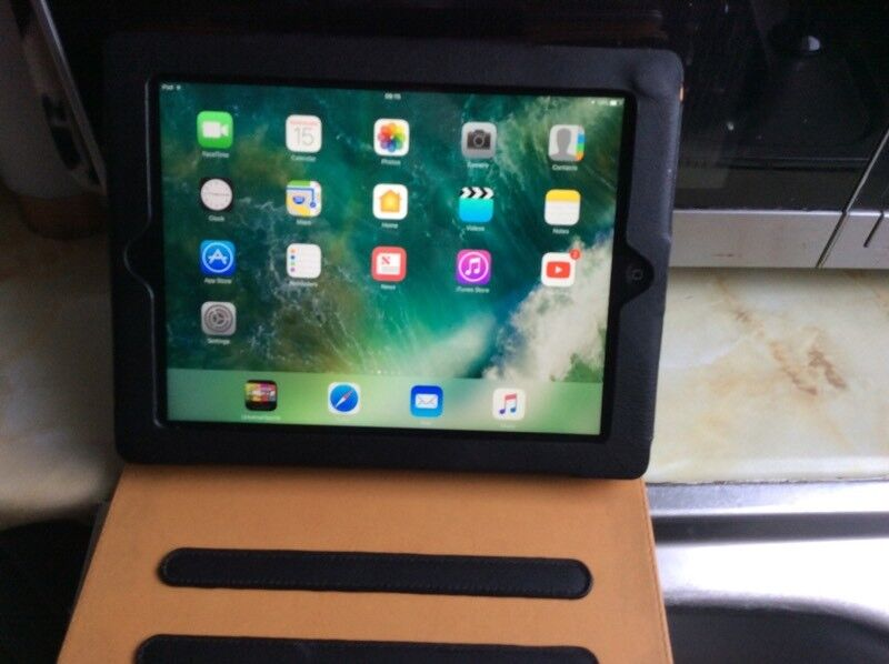 Apple iPad 9.7. 64gb 4th generation