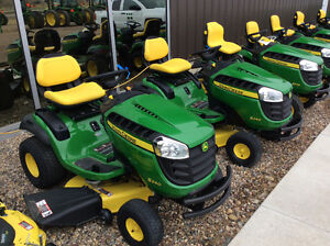 JOHN DEERE S240 LAWN TRACTOR NEW 2015 SAVE OVER $550.00