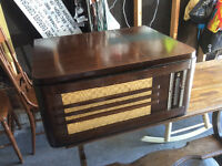 Vintage Philco Radio/Record Player