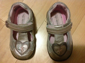Stride rite girls shoes size 5.5 m