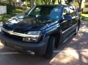 2004 Chevrolet Avalanche LS   VERY CLEAN LOW KMS