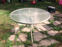 "41""D ROUND TABLE - GOOD CONDITION"