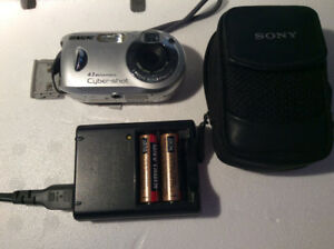 Sony Cyber-shot DSC-P43 3.2MP Digital Camera Silver - mint state