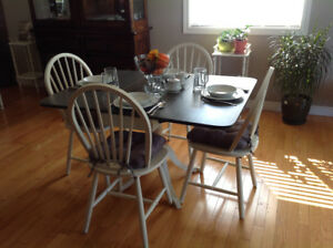Hand painted Duncan-Phyfe drop leaf/4 chairs