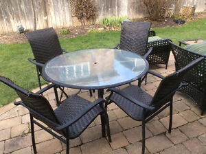 Round tempered glass and metal table