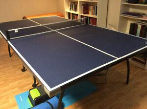 Table de ping pong à vendre.