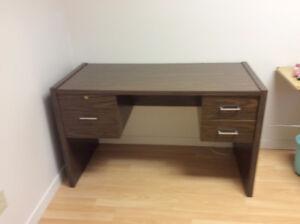 Bureau de travail, 3 tiroirs, très propre