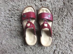Sandales rouge, grandeur 6, porté une fois