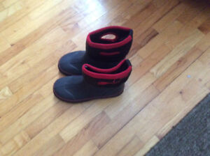 Size 5 all season boots