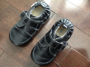 ROBEEZ MINI SHOEZ LIL MAN BLACK DRESS SHOE - SIZE 5/12-18 MONTHS