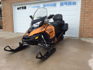 FOR SALE - 2017 SKI-DOO Grand Touring SE 1200 snowmobile
