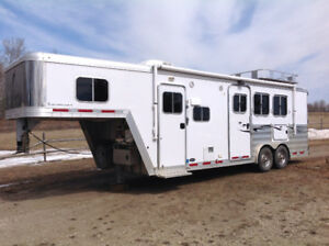 2014 Featherlite 3H With Living Quarters