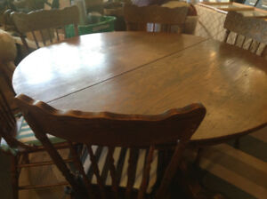 Canadian made VINTAGE OAK ROUND TABLE AND 6 NORTHWIND CHAIRS