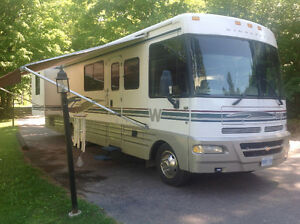 1999 Winnebago Chieftain 34Y with NEW CRATE ENGINE