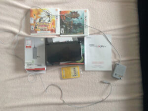 Selling nintendo 3ds xl new 210$ comes with  2 games