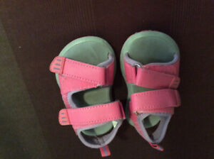 Toddler girl sandal about size 4-5