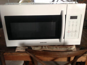 Samsung over range Microwave, like new.
