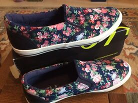 New Jones floral canvas shoes