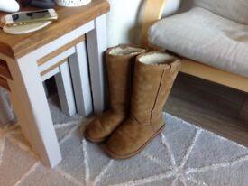 Emu real sheepskin boots size 6