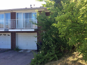 BAYVIEW LESLIE and STEELES NORTH YORK 4brm $650 Rm / $2500 House