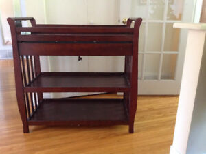 Baby changing table with bed and matress/ Table a langer + lit