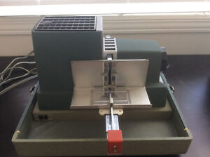 Argus 300 Slider Projector and Screen