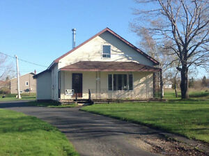 Grande maison avec garage double et 2 étages à vendre - Caraquet