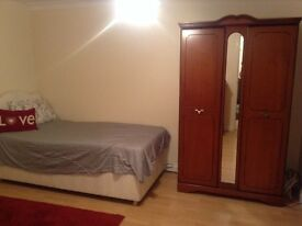 Rooms for rent in share house