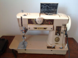 401A Singer Slant-O-Matic sewing machine with accessories++