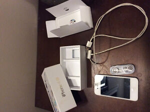 Mint Condition iphone 4s white 8gb locked to Rogers