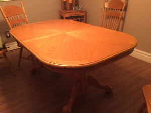 Price Reduced Claw Foot Dining Table Belleville Belleville Area image 6
