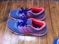 New Adidas Running Shoes!! 9 1/2 Souliers de course Adidas