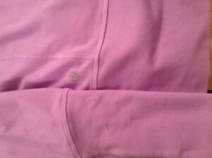 LULULEMON SIZE 2 Tights  and Stride Jacket EXCELLENT CONDITION  Kingston Kingston Area image 4