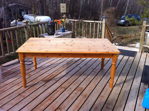 SOLID PINE DINNING ROOM TABLE