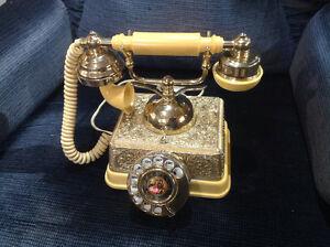 Téléphone à cadran de style ancien