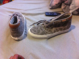New Vans suede shoes sz 9