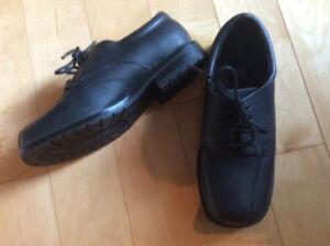 Boys dress shoes, sz 2