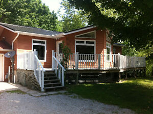 For Rent 5 bedroom 2 bath weekly cottage rental Sauble Beach