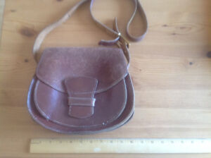 VINTAGE HOMEMADE SOLID LEATHER TOOLED PURSE