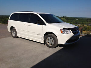 Wheelchair Assessable Handicap 2012 Dodge minivan
