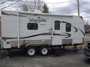 2013 KZ Sportsman 20 foot travel trailer