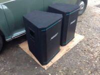 PEAVEY HYSIS 2 XT , BLACK WIDOW EQUIPPED 700 watt PA CABS