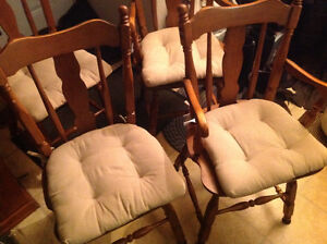 dining chairs 4 solid maple wood set good shape ,only 50 dollars Kitchener / Waterloo Kitchener Area image 3