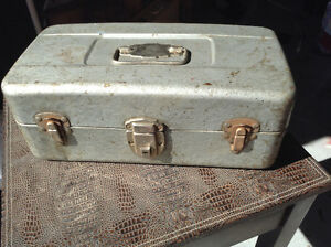 TONS OF ANTIQUES VINTAGE AND ALL YOUR RUSTIC NEEDS