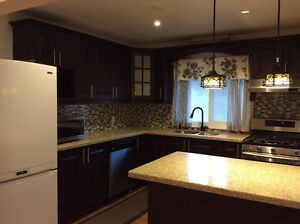 3 Bed beautiful bungalow @ Pharmacy/Ellesmere 3 Minute to 401