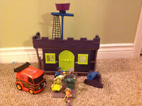 Scoot Doo Pirate Fort and Action Figures